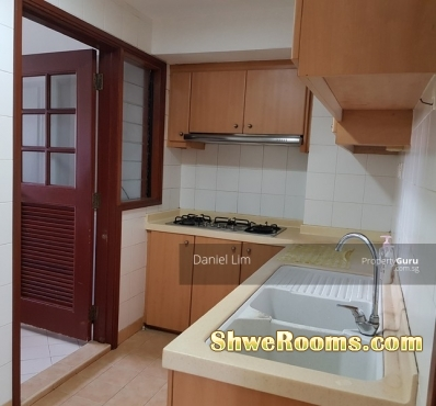10 Min to Hougang MRT ( Condo )