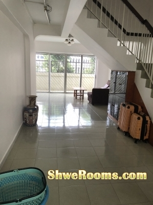 Looking for one male to share in our spacious MASTER bed room in Hougang Blk 407 (S530407)